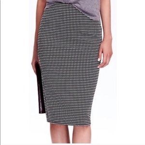 Old Navy Pencil Skirt Size S Black and White Check